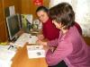 Член Партии Вишнякова Ольга заполняе бланк брошюры что же пожелать, только успехов и успехов.jpg